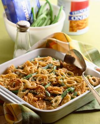 Who doesn't love green bean casserole on Thanksgiving? It's a staple at most Thanksgiving dinner tables and it's a Weight Watchers Green Bean Casserole!