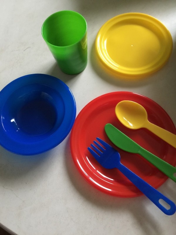 Everyone needs a pretend play dish set for 4! One that comes with everything: dishes, saucers, bowls, cups, knives, spoons, forks & a dish drainer rack.