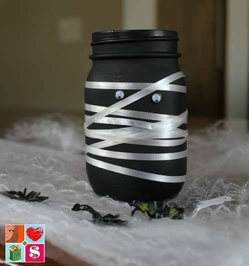 Welcome to day 6 of our 12 Days of Halloween crafts and recipes. Today we are sharing an adorable Fall Mason Jar Craft from Having Fun Saving.