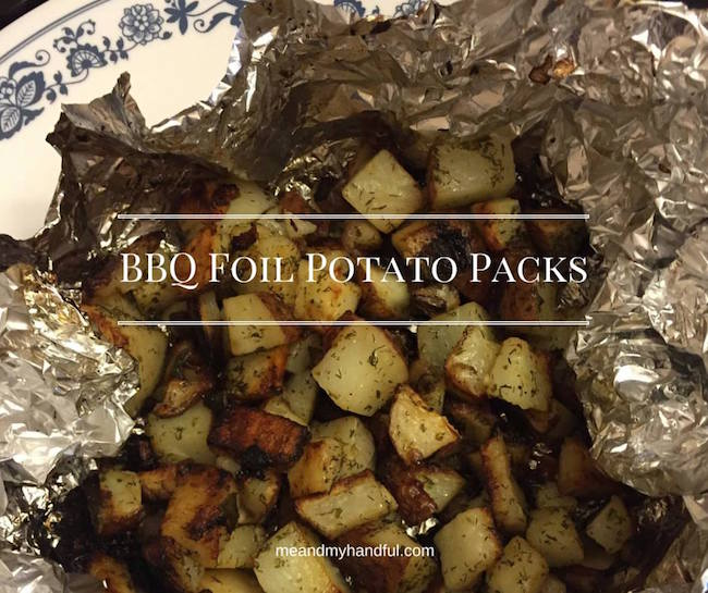 Potato Foil Packs Recipe and have a perfect side for your steaks, pork chops and more! BBQ potatoes to go with all your summer grilling.