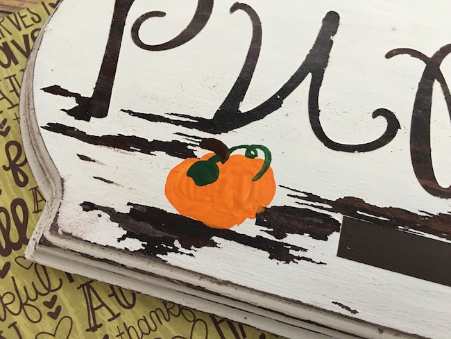 With Halloween just a few weeks away, I thought it fitting to do a fun DIY Wooden Pumpkins Sign Craft! he DIY Wooden Pumpkin Signs Craft is pretty easy.