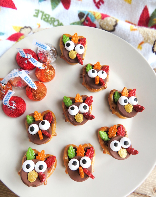 Set up the kid's Thanksgiving table with the Popcorn Turkey Hands recipe and the Easy Peasy Turkey Pretzels Recipe for a festive and fun Thanksgiving.