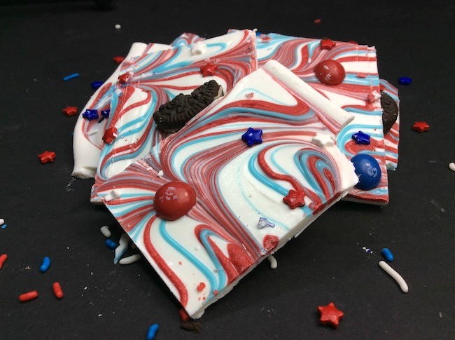 Who doesn't love a good old fashioned bark recipe? So why not come up with a Patriotic Bark recipe for the 4th of July, Labor Day and even Memorial Day.