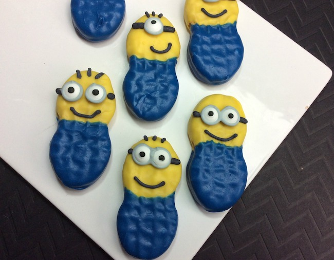 Out in theaters now is Despicable Me 3 including all the minions. I just love those little guys and the Minion Nutter Butter recipe looks just like them.