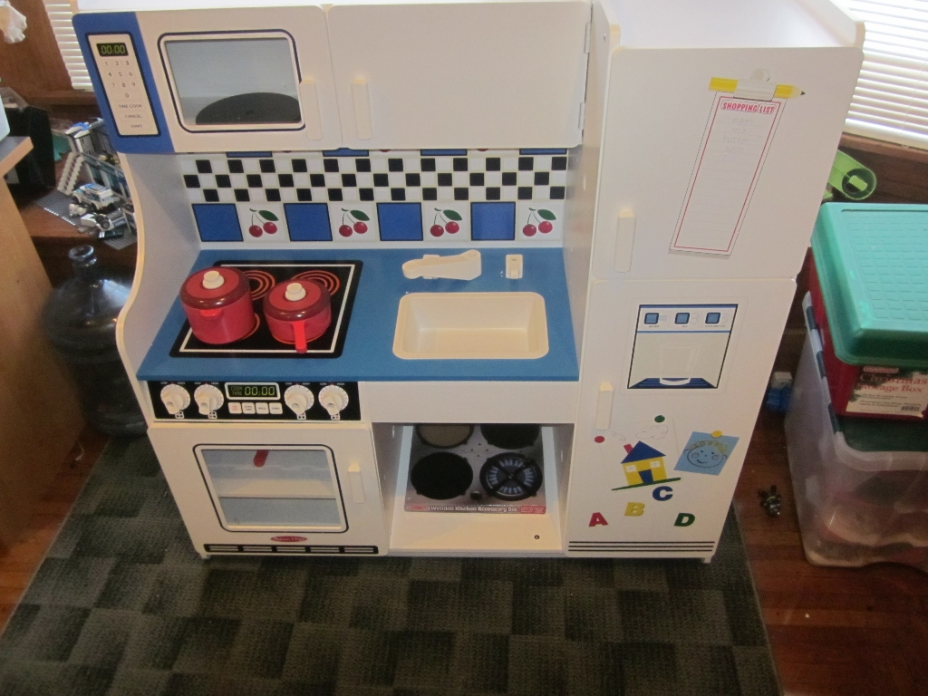 Melissa and Doug Deluxe Kitchen #Review | Just Plum Crazy