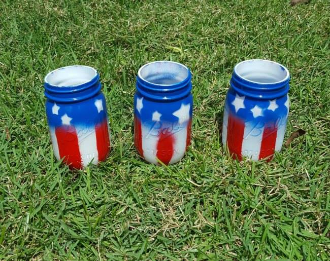 What better way to display our nation's colors than with these adorable Do It Yourself American Flag Mason Jars?! It's time to celebrate our country!