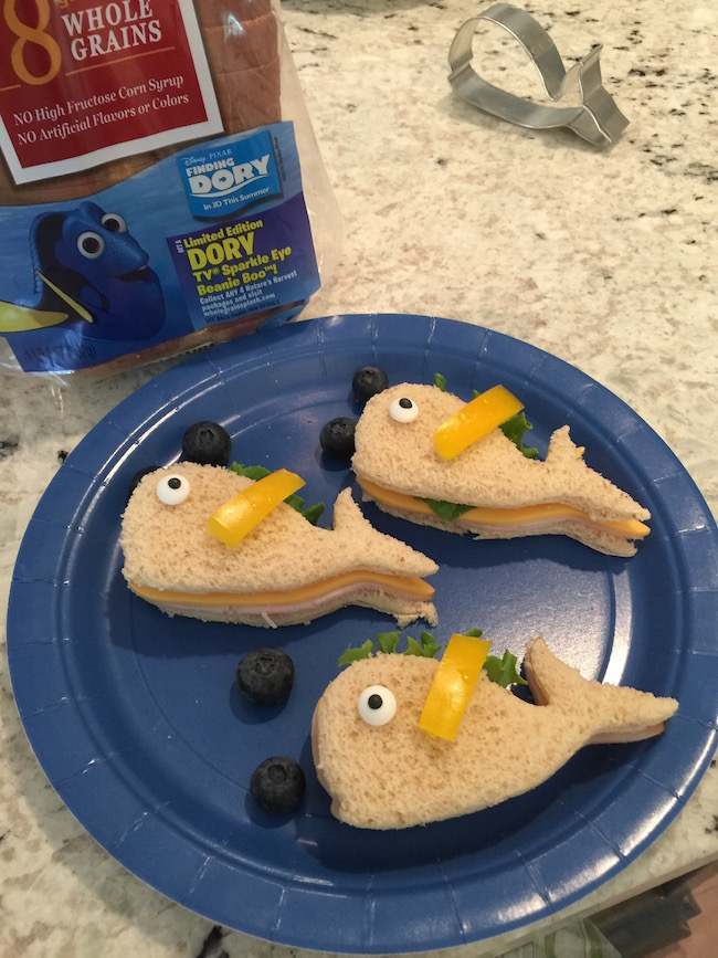 With Finding Dory out in theaters, I thought it fitting that I create a Finding Dory party just for the kids to enjoy with Dory and Clamshell sandwiches.