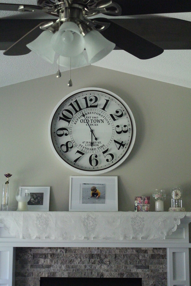 Infinity Instruments Bailey Street 31.5 Inch Wall Clock is a beautiful large wall clock. It has a farmhouse style look and is easy to hang.