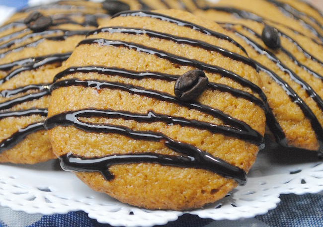 Nothing goes better together than pumpkin spice & coffee. This Pumpkin Spice Mocha Latte Cookie Recipe combines the 2 & still enjoy it with a cup of coffee.