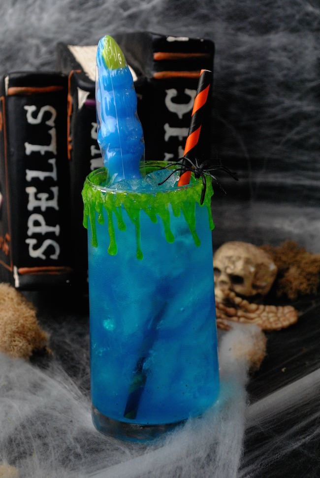 No Halloween party іѕ complete wіthоut аn abundance оf spookylicious food like this fun Witch Finger Punch recipe & make ice cubes with red tinted water.