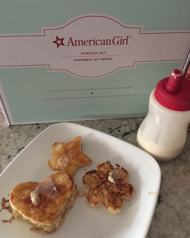 If you have a little girl that is interested in cooking, than chances are she has asked to help & now she can help thanks to the American Girl Pancake kit!