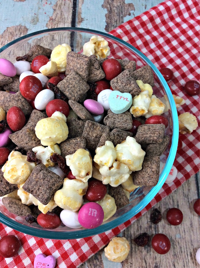 Here we have another easy Valentine's Day Treat with a Cherry Muddy Buddy Mix Recipe. If you can't tell by now...I love easy recipes.