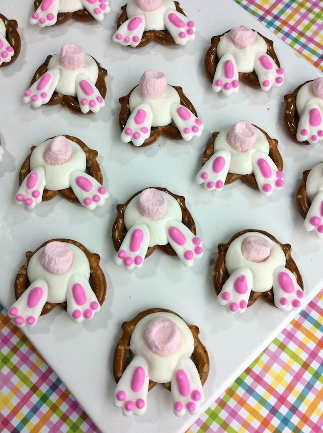 We have been sharing some pretty awesome Easter recipes and there are still more to come. Today we have Easter Bunny Butt Pretzels recipe.