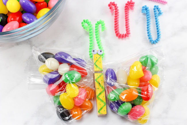 These Butterfly Snack Baggies aren't only cute but they are easy and make a great addition to any Easter basket or table favor for the kids.