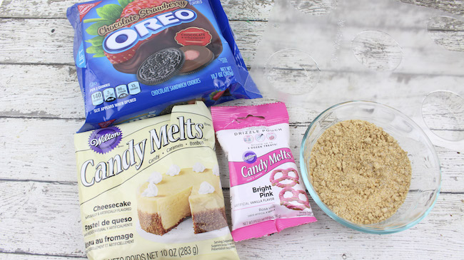 Let's switch it up a bit with some Chocolate Strawberry Cheesecake Oreos Recipe that is not only perfect for Valentine's Day, but really any day.