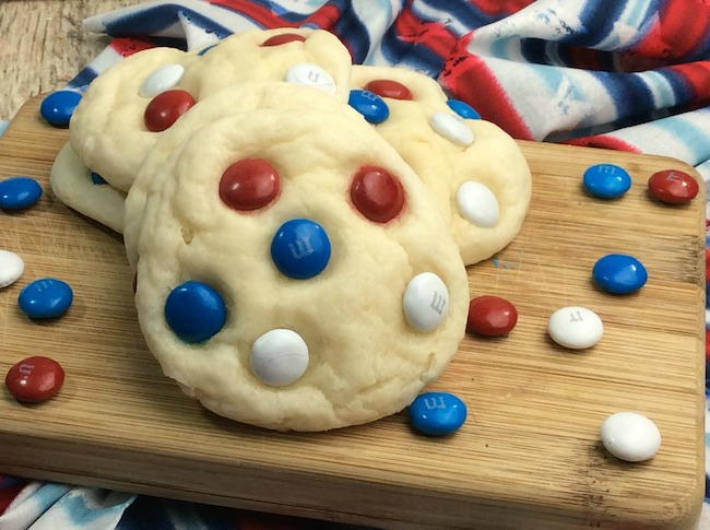 American Independence Day is always an excuse to get together for some great food, like the Fluffy Patriotic Sugar Cookies Recipe and fireworks.