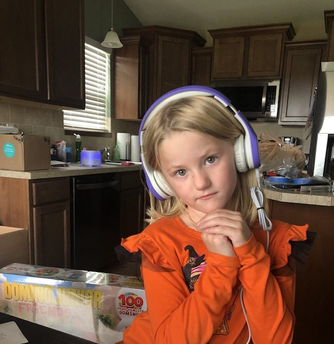 LilGadgets Volume Limited Kids Headphones is the decibels are limited and there is a SharePort so that two children can listen at the same time. Ad #JustPlumCrazy #JPCHGG18 #LilGadgets